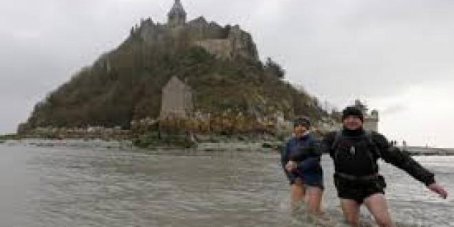 La 'marea del siglo' convierte en isla al Monte Saint-Michel