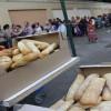 España: Pobreza obliga a miles a hacer largas colas para comer
