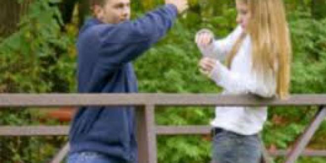 Mil adolescentes denuncian cada año a sus novios por malos tratos