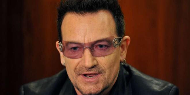 El cantante Bono y los refugiados sirios