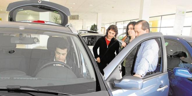 La OCU busca a quienes compraron coches entre 2006 y 2013 para lograr que los concesionarios les devuelvan dinero