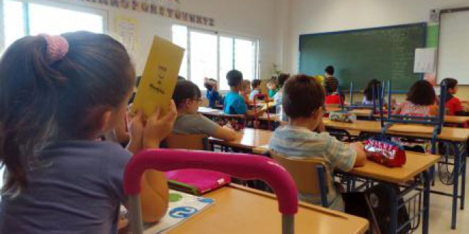 Un total de 156 niños se benefician de la ayuda para material escolar