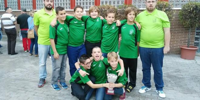 El CLUB DE BALONCESTO DE ATARFE ALEVÍN recibió el trofeo que le acredita campeón de los Juegos Deportivos Municipales