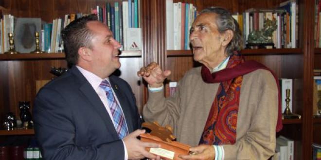 Granada «por fin» premia a Antonio Gala