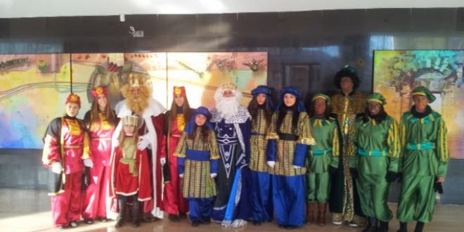 Los reyes magos llevan la ilusión  a los niños de Atarfe con novedades