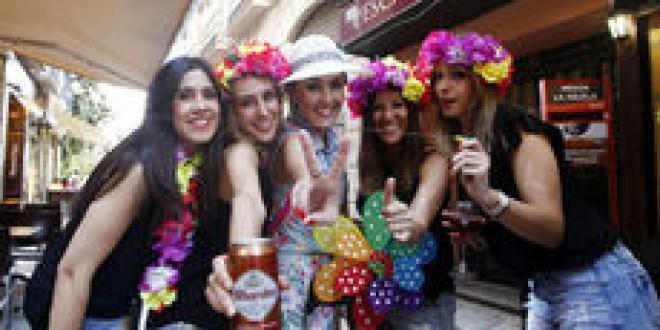 Las despedidas de soltero atraen un millar de turistas cada fin de semana