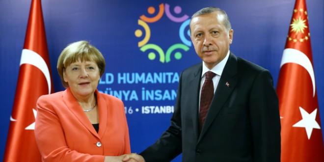 Wolfgang Münchau: «Europa se tendrá que enfrentar al estallido de tres amenazas destructivas»