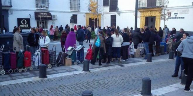 Las colas del hambre en España (Lo que las TV españolas no emiten)