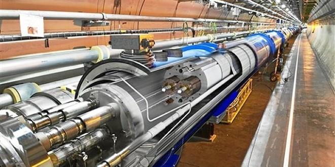 Campaña de recogida de firmas a favor de las aspiraciones granadinas para el acelerador de particulas