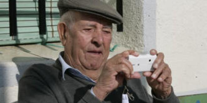 ATARFE: HOY TALLER PARA MANEJO DE MOVIL PARA PERSONAS MAYORES