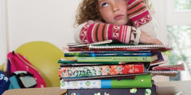 Una maestra triunfa en Facebook al sustituir los deberes por «cenar en familia y jugar al aire libre»