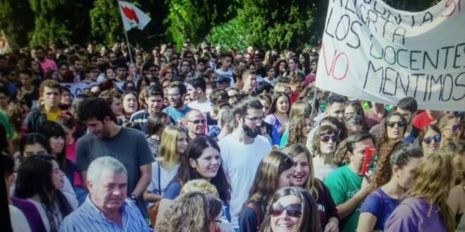¿Quiénes han realizado la  huelga por las reválidas de la Lomce? ¿Por qué?