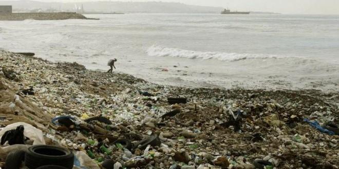 El Mediterráneo acumula unas 1.455 toneladas de plástico en su superficie