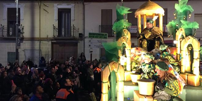 Sus Majestades llegan con su amplio cortejo a Atarfe | Fotos: Luis F. Ruiz