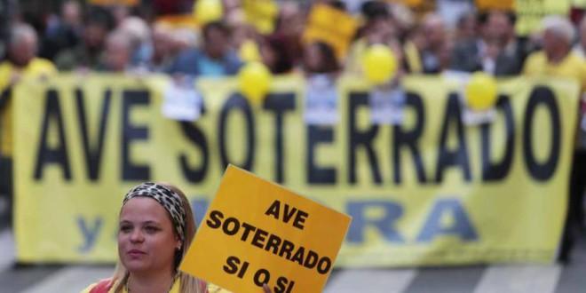 LAS PLATAFORMAS CIUDADANAS RETOMAN LAS MOVILIZACIONES HARTAS DEL NINGUNEO A GRANADA La Marea Amarilla y Granada en Marcha convocan para el 12 de febrero manifestación contra el aislamiento ferroviario