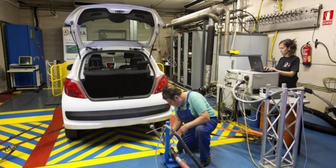 Todos los coches analizados por España superan en carretera el tope de emisiones
