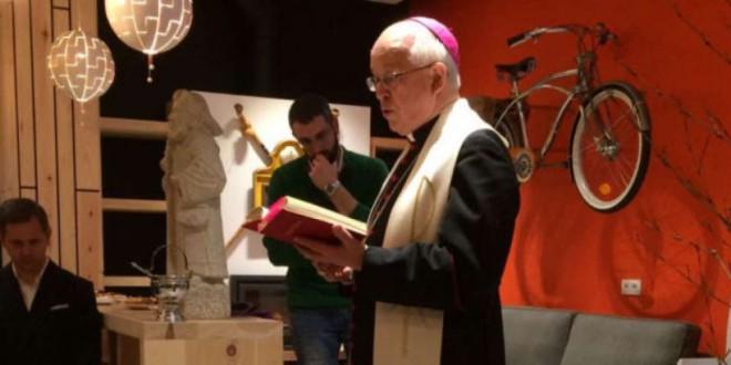 La Iglesia veta a la única sacerdote católica