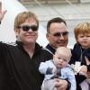Suecia desmonta a Elton John: La maternidad subrogada es explotación