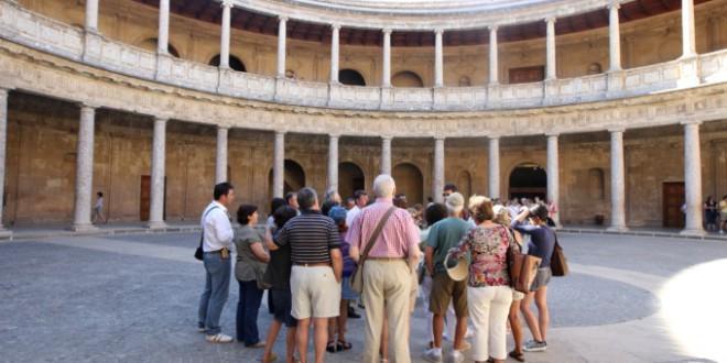 La Alhambra organiza visitas guiadas gratuitas para granadinos y residentes todos los domingos