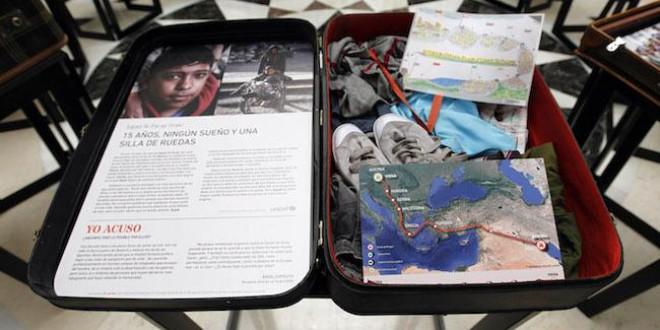 Granada acoge hasta el 9 de junio la exposición '#DerechosRefugiados 11 vidas en 11 maletas'