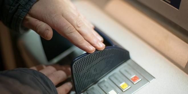 Los seis grandes bancos españoles cobraron casi 5.300 millones en comisiones hasta marzo, un 13,6% más