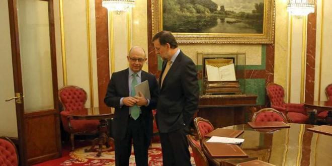 Rajoy pide un crédito para evitar ver titulares sobre una hucha de las pensiones vacía
