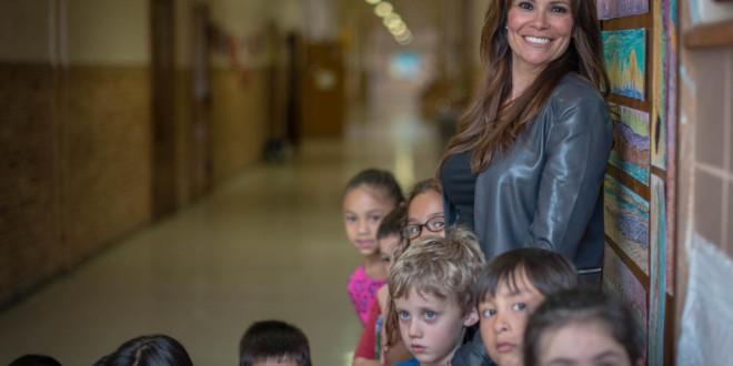 Profesora se hizo cargo de un alumno sin hogar.