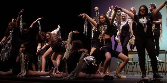 Jóvenes de Atarfe estrenan su propio musical donde abordan el conflicto entre pandillas del instituto