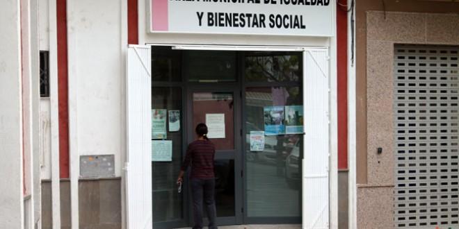 """El Ayuntamiento de Atarfe """"dignifica"""" con un empleo la ayuda de urgencia social"""