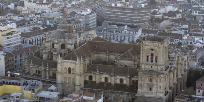 ¿Cuáles son los horarios y precios de los monumentos y museos de Granada?
