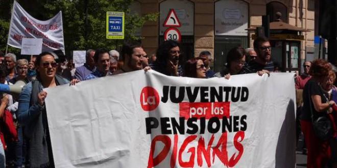 Dos mil granadinos vuelven a exigir al Gobierno una mejora real de las pensiones