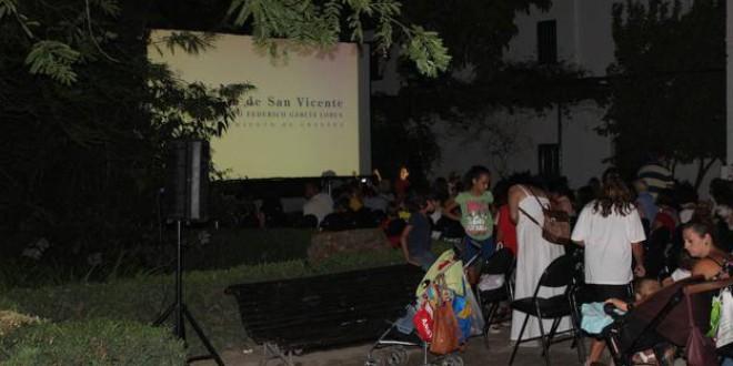Vuelve el cine de verano gratis de la Huerta de San Vicente en Granada