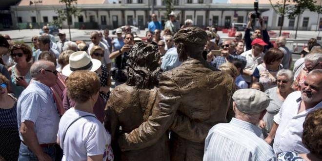 La escultura al emigrante de nuestro vecino Balbino Montaino