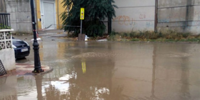 Anegadas una treintena de viviendas en Atarfe por la tormenta
