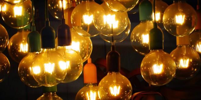 El recibo de la luz del usuario medio ha subido un 85,7% en sólo 15 años, según el análisis de FACUA
