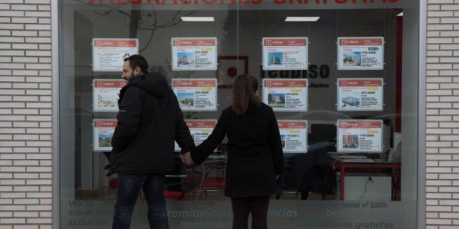 Los jóvenes españoles ya no pueden ni comprar ni alquilar vivienda