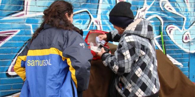 Trabajadores sociales a pesar de los recortes: «Traemos folios», «doblamos turnos», «la gente da lo mejor de sí»