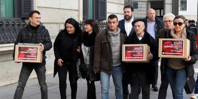 La pelea de dos familias para que se desbloquee la ley de la eutanasia