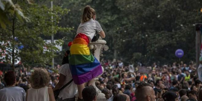 «Si yo tengo un amigo gay», «que cada uno haga en casa lo que quiera» y otros comentarios que encubren la homofobia