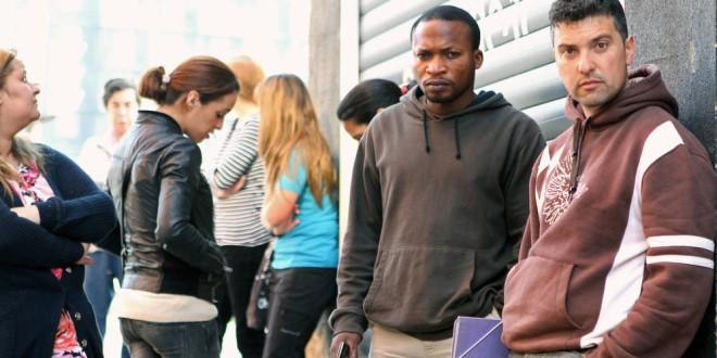 «Somos funcionarios y estamos hartos de oír que los inmigrantes tienen más ayudas»