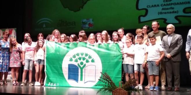 El colegio Clara Campoamor de Atarfe, Esquí-Escuela y el instituto La Madraza reciben la Bandera Verde Ecoescuelas