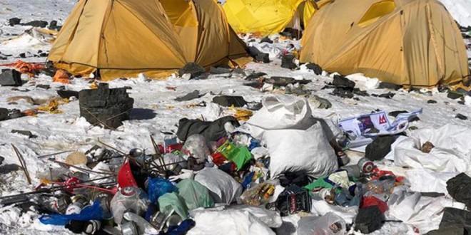 Recolectan tres toneladas de basura en el Everest
