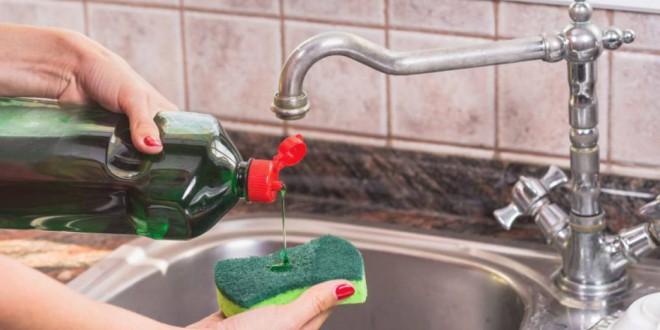 La solución a las superbacterias puede estar en la esponja de su cocina
