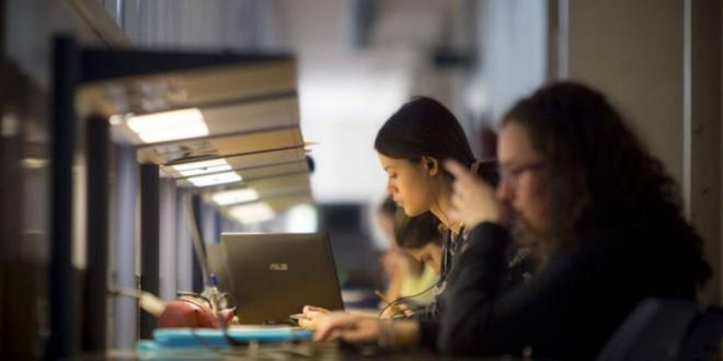 Casi el 40% de los universitarios tiene empleos por debajo de su preparación