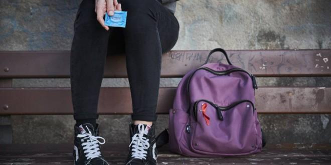 Solo la mitad de los adolescentes usan condón porque confían en la pareja