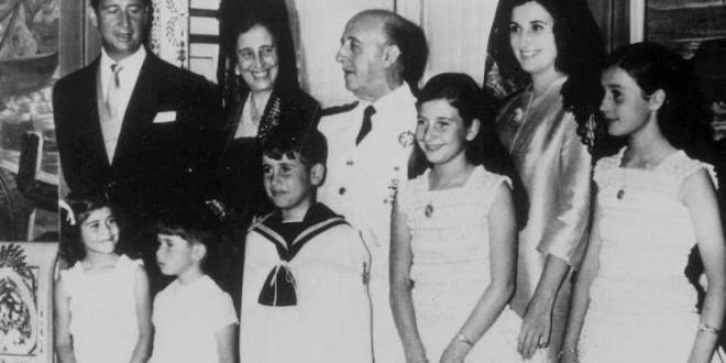 Antón Losada denuncia el manso trato que está dando la prensa a la familia Franco