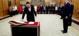 Los ministros del nuevo Gobierno de coalición prometen sus cargos ante el rey