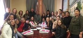 AUMNADO FRANCES DE INTERCAMBIO EN EL INSTITUTO ILÍBERIS VISITAN EL AYUNTAMIENTO