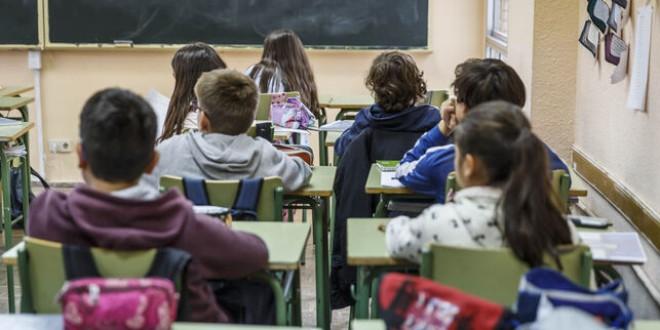 La polémica del veto parental oculta las carencias en la educación sexual y LGTBI en las aulas