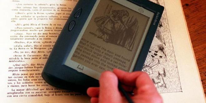 El Gobierno baja al 4% el IVA de los libros electrónicos y de la prensa digital